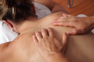 Massage pour femme enceinte : indications et bienfaits pour le corps